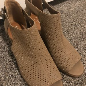 Jessica Simpson Open Tor Ankle boots